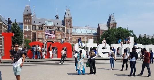 Museum Square (L'amsterdam sign)