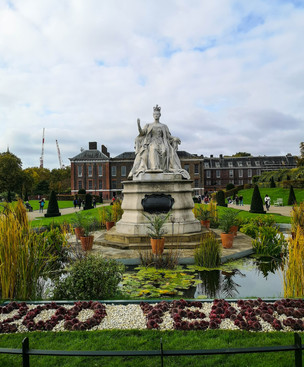 Statue of Queen Victoria, Kensington Palace