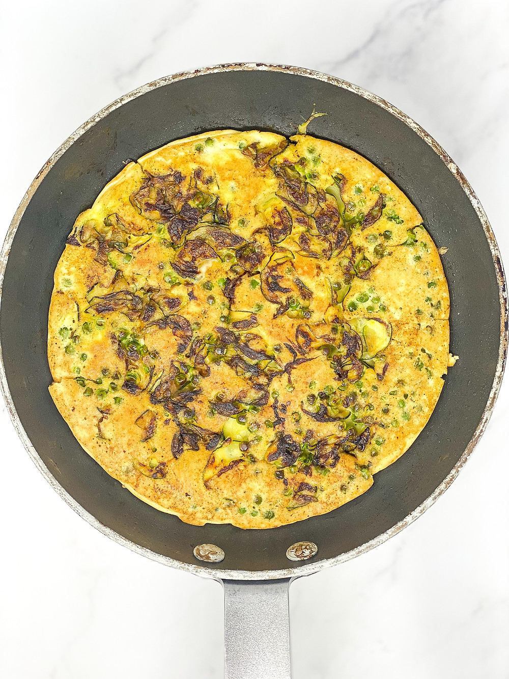 COURGETTE & PEAS OMELETTE in the pan