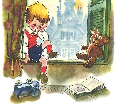 Малыш сидит на окне и скучает сказка Мал