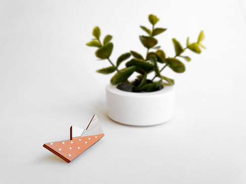 MINI Brooch - Paper Boat - Peach