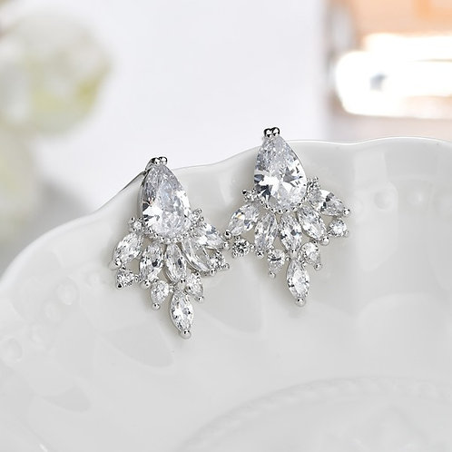 SU White Crystal Claws Earrings