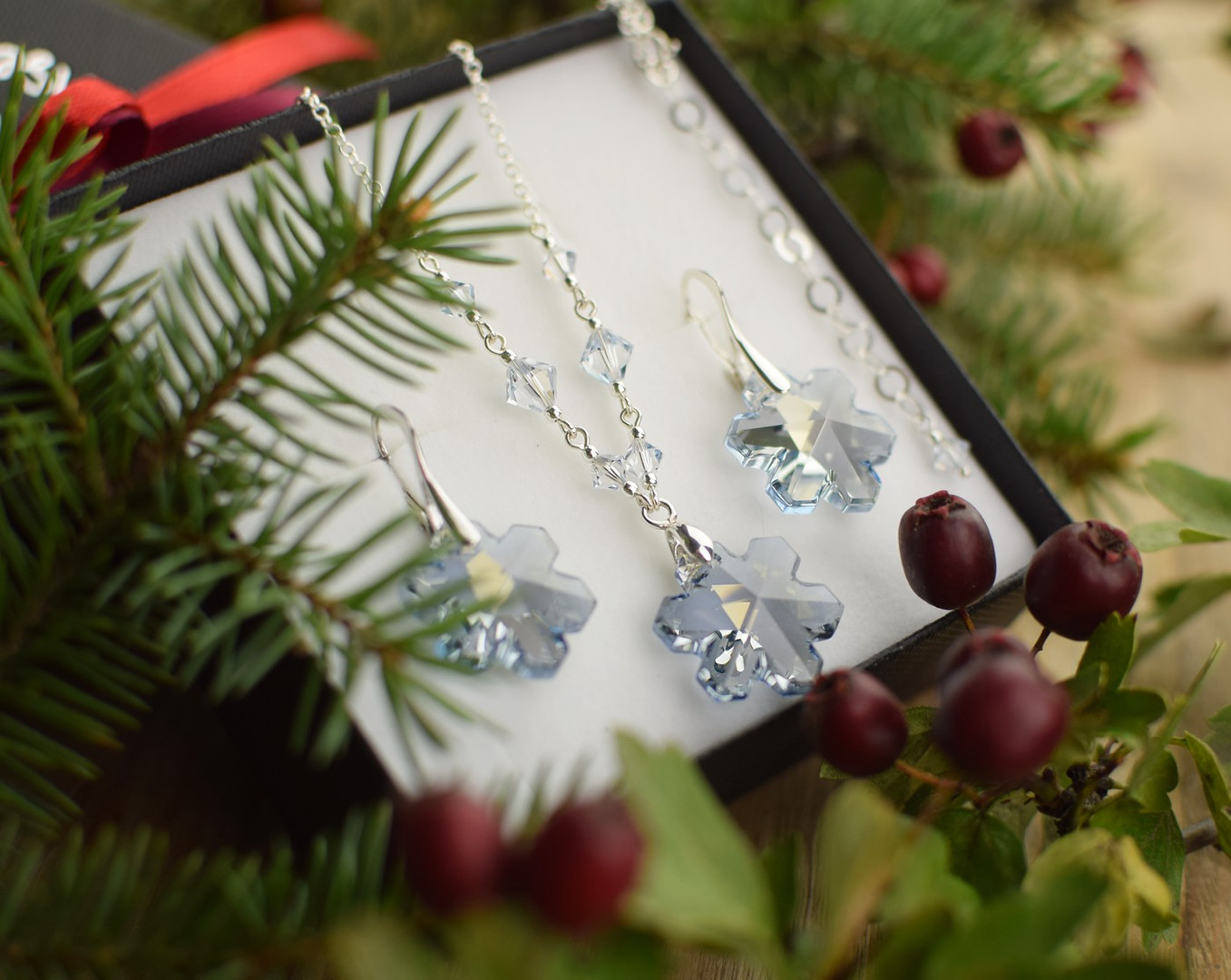 SNOWFLAKES Swarovski Blue Shade Crystal Necklace & Earring Set