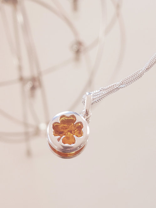 LUCKY Shamrock Silver Pendant with Amber Stone