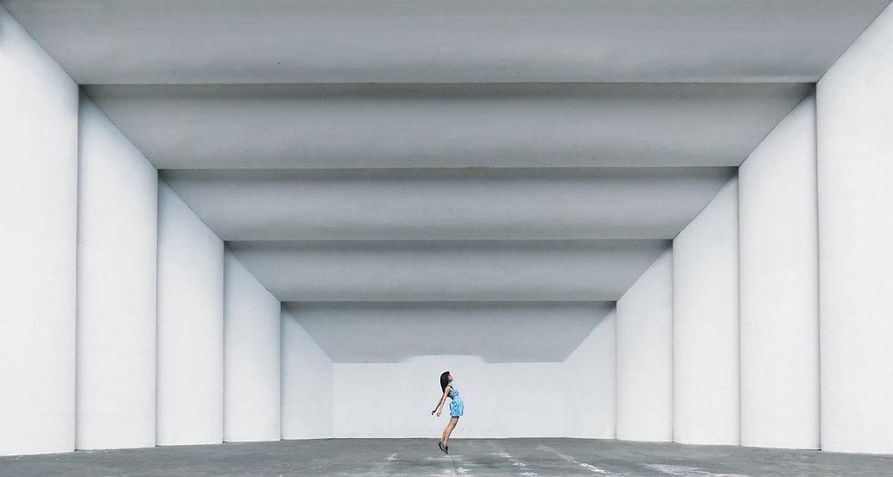girl-jumping_t20_BAZpVv.jpg