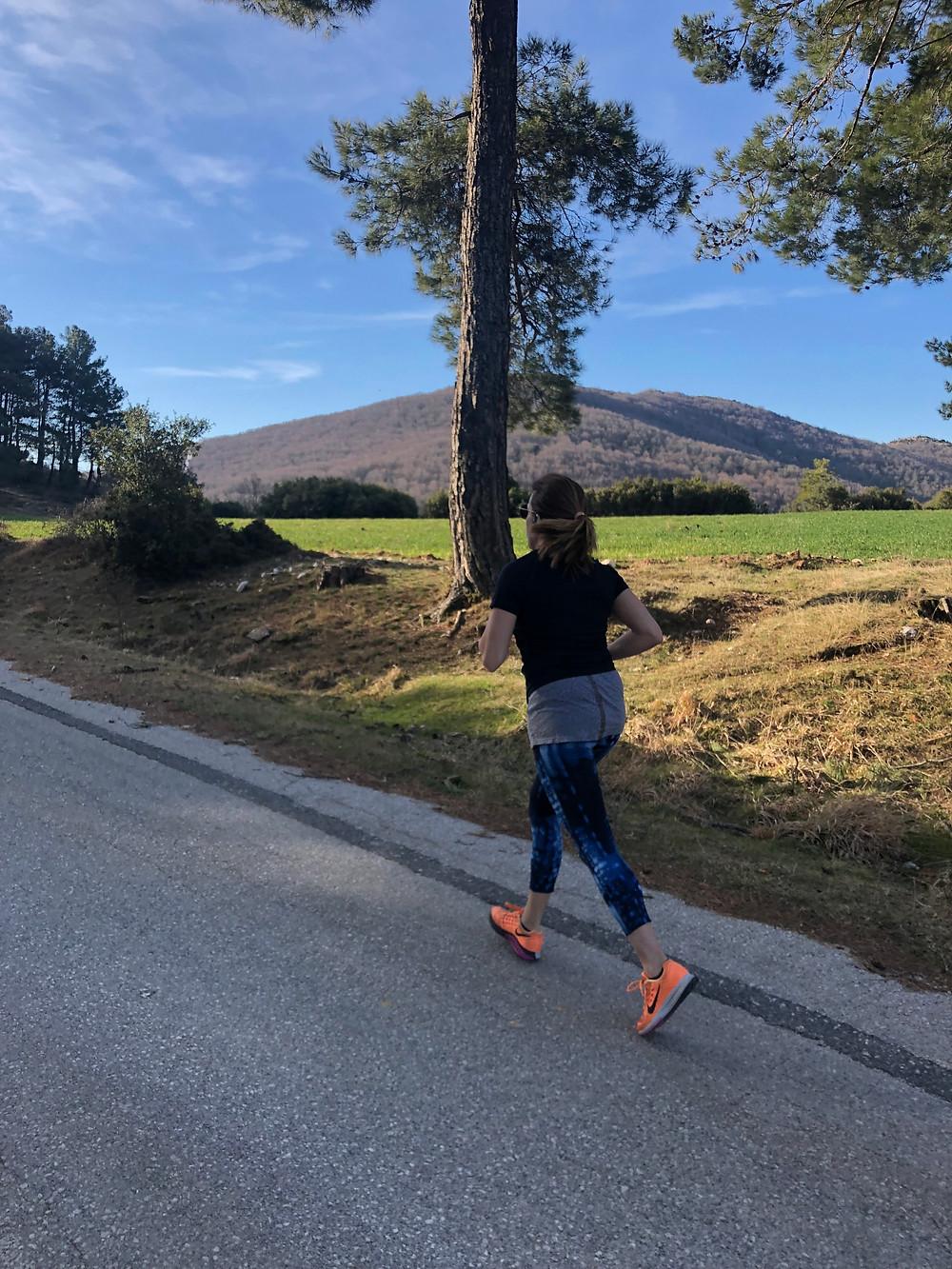 Τρέχοντας στο βουνό.