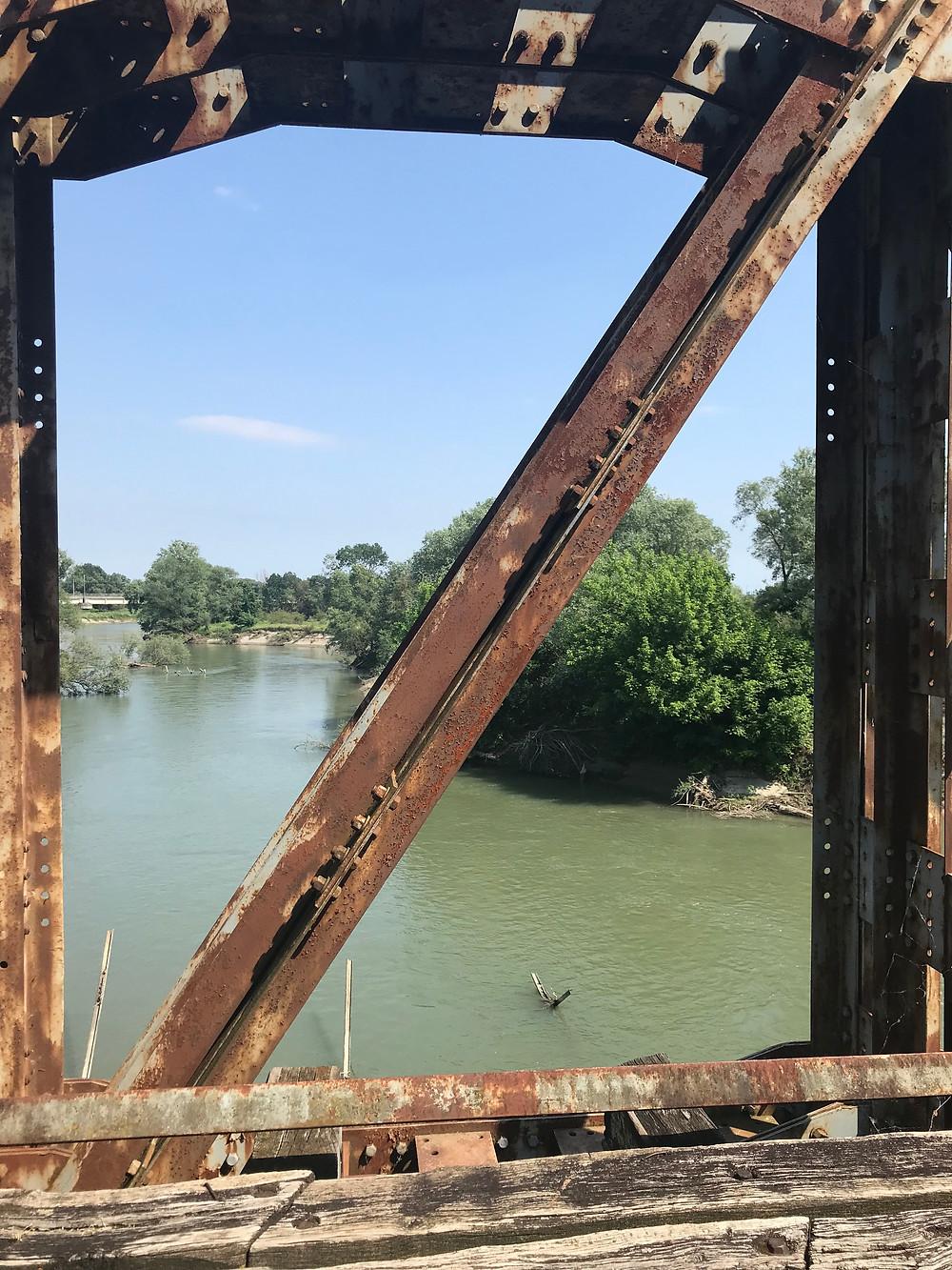 Παράθυρο με θέα στον ποταμό Αλιάκμονα