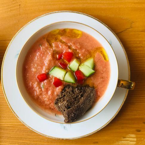σουπα gazpacho απο κοκκινεσ ζουμερεσ καλοκαιρινεσ ντοματεσ