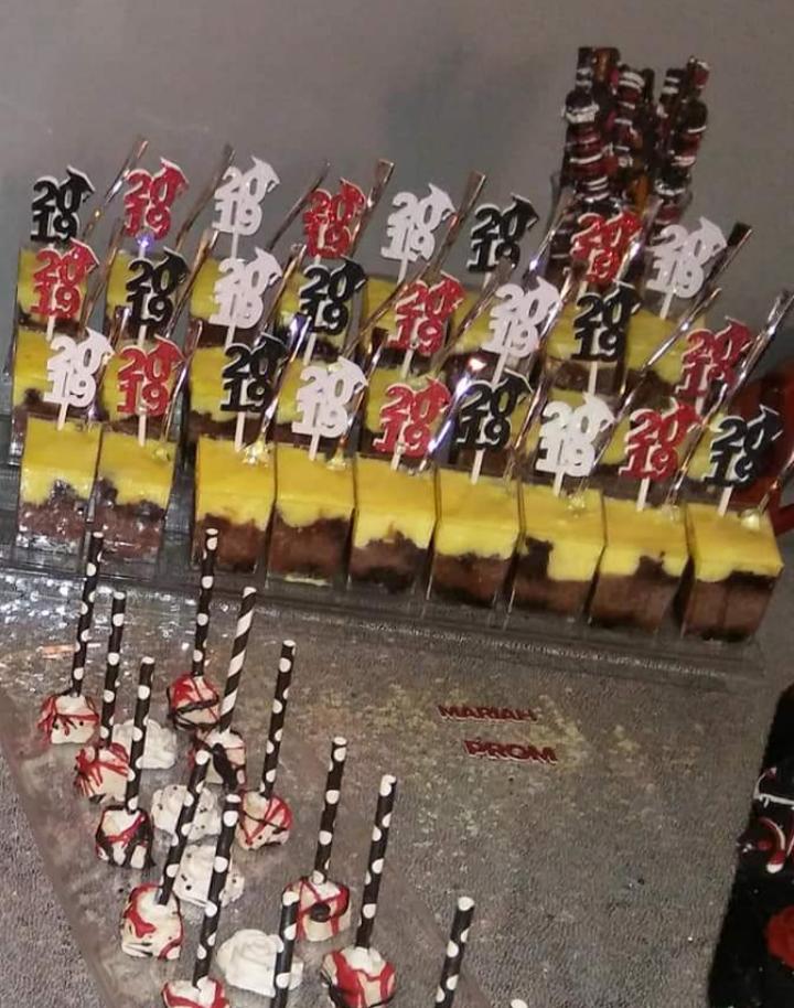 Dessert Topper + Confetti