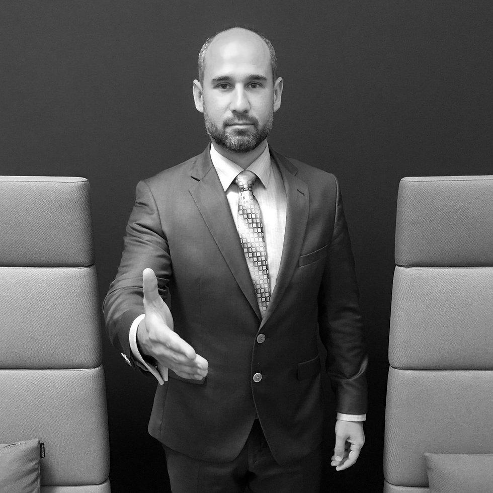 Advokát Zoltán Duna Vás víta, aby Vám pomohl