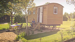 Avenue Farmhouse Shepherds Hut (1)_edite