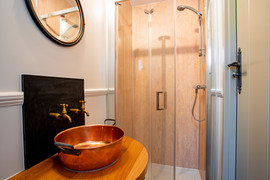 Shepherds Hut Ensuite Bathroom (16).jpg