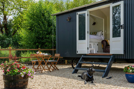 Shepherds Hut with Ensuite Bathroom (12)
