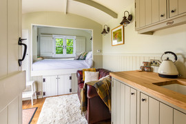 Shepherds Hut with Ensuite Bathroom (7).