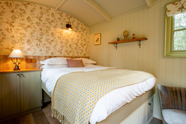 Shepherds Hut Poacher For Sale (14).jpg