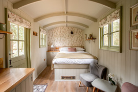 Shepherds Hut Poacher For Sale (24).jpg