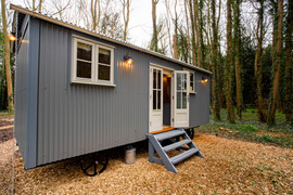 Shepherds Hut Luxury Break (2).jpg