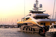 white%20and%20gold%20yacht%20scenery_edi