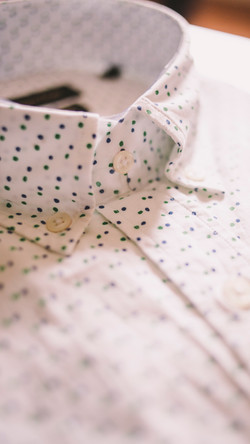 Dotted men shirt collar