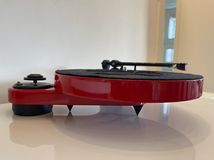 PROJECT Carbon RPM 1 turntable