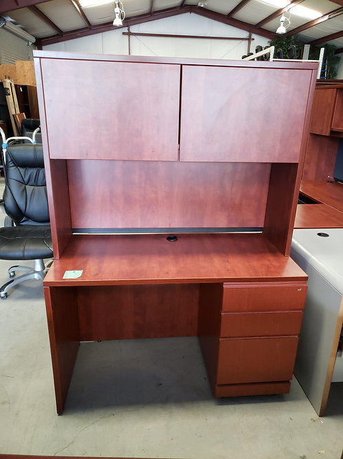 24x48 Single Pedeatal Desk w/ Hutch
