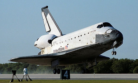 Space_Shuttle_Columbia_lands_following_S