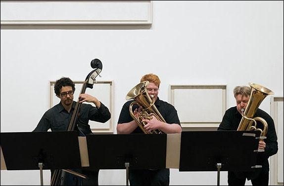 Plingeling av Olle Bonniér spelas av Per-Åke Holmlander, Mats Äleklint och Joe Williamson