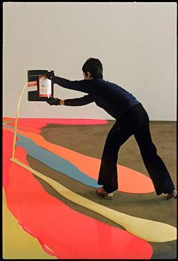 Lynda Benglis målar ett golv med 152 liter latexfärg, 1969