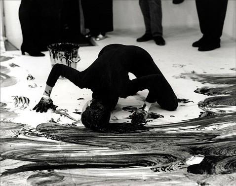 Janine Antoni Documentation of the performance Loving Care , 1993