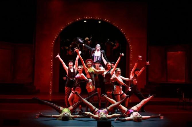 Lulu in Cabaret; Bottom left