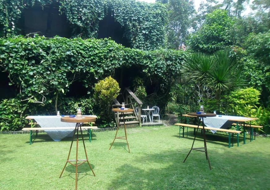 Chateau Hestia garden