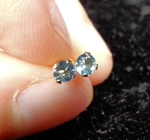 swiss blue topaz in 14 kt gold main image