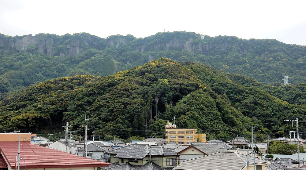 Nokogiriyama, looming above Kanaya