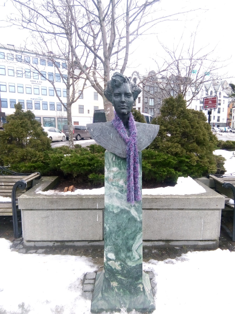 Even the statues wear a scarf