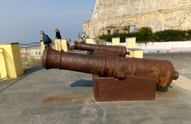 Cannons to the right