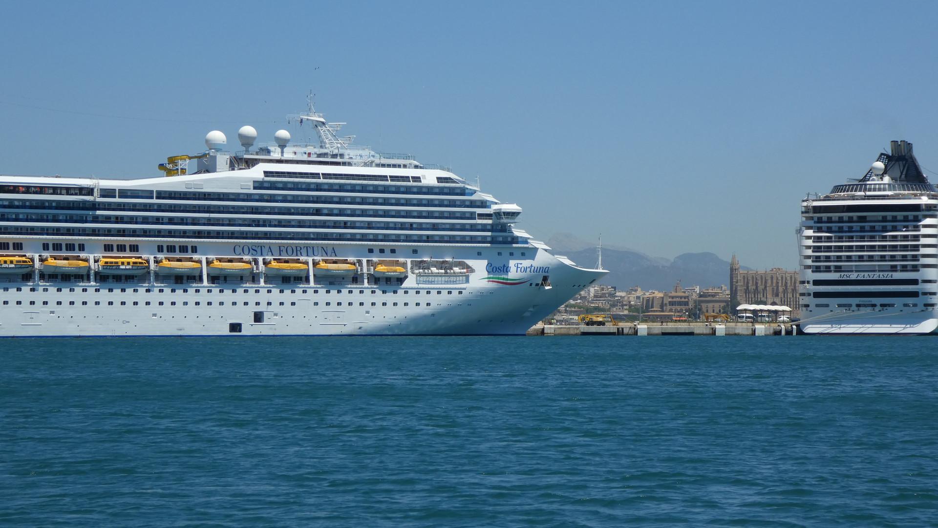 Cruise Ship - 8000 people