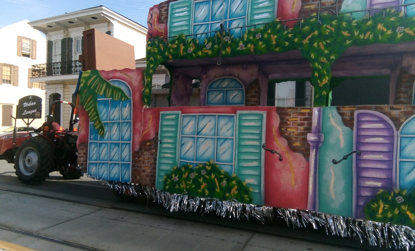 Mardi gras Float - Passing by