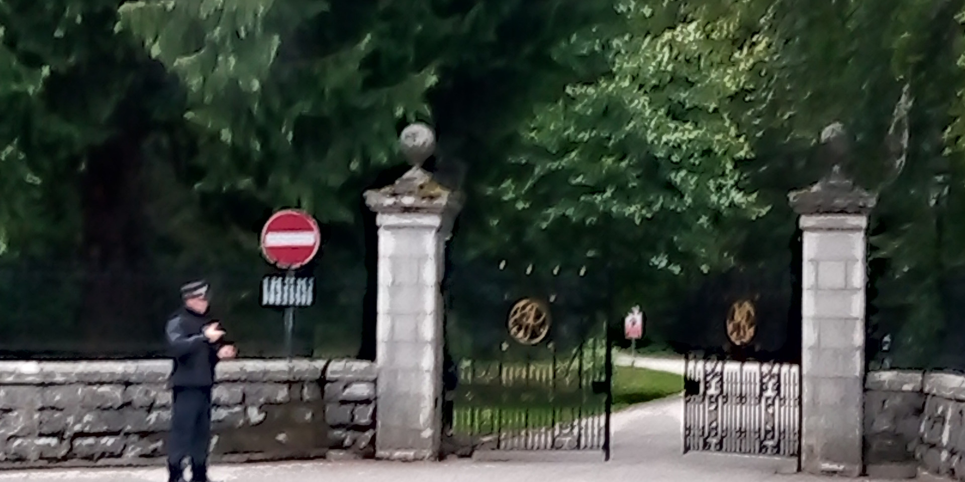 Balmoral Gates