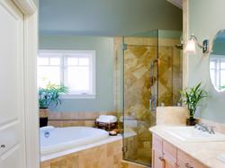 adhogg_builder_home_additions_midrange_bathroom-9