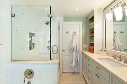 adhogg_builder_home_additions_midrange_bathroom-6