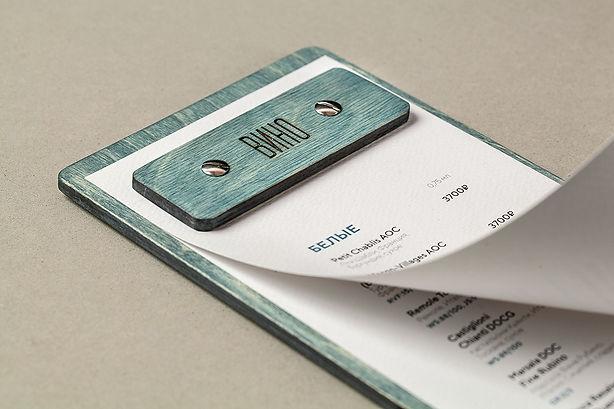 Лист меню набумаге Prisma фетр белый с дыркам для  крепления на деревянном планшете
