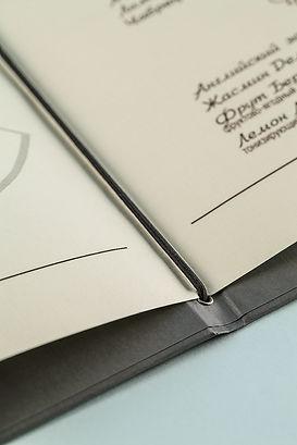 Крупный план дизайнерскойбумаги Zetta слоновая кость