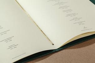 Листы меню под резинкой