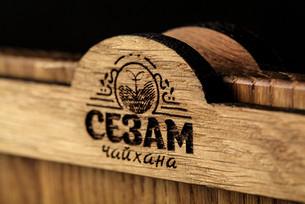 Тейбл-тент с гравировкой логотипа