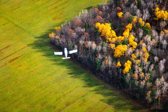 Piper Cherokee PA-28 turning for a final into Gatineau, Quebec. Shot from a Bell 505 Jet Ranger helicopter.