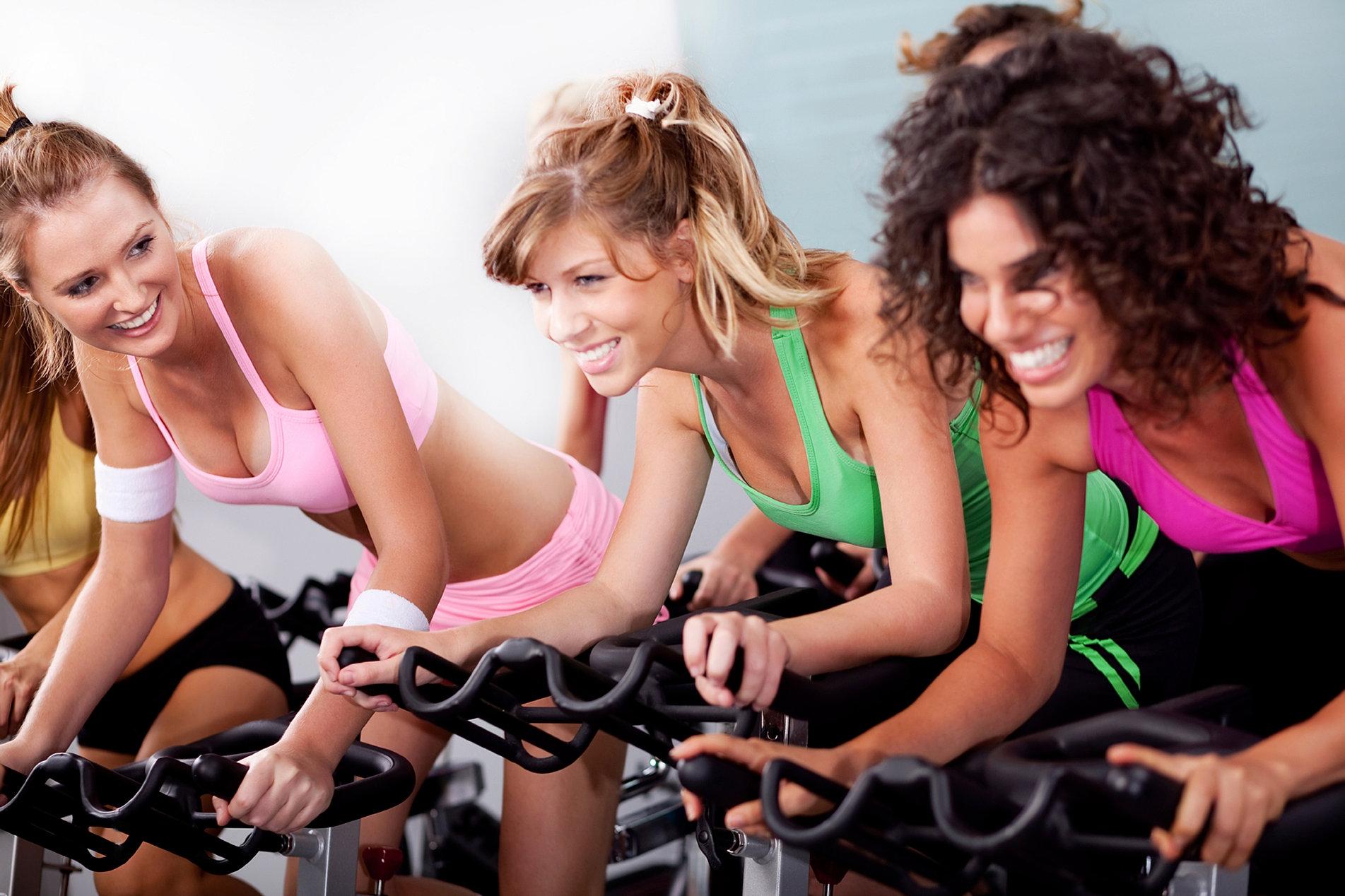 Трансов групповая мы с подругами в спортзале фото силиконовой