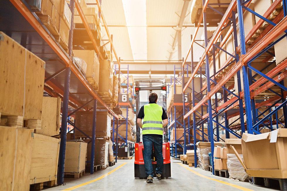 forklift-pallet-warehouse-logistic-emplo