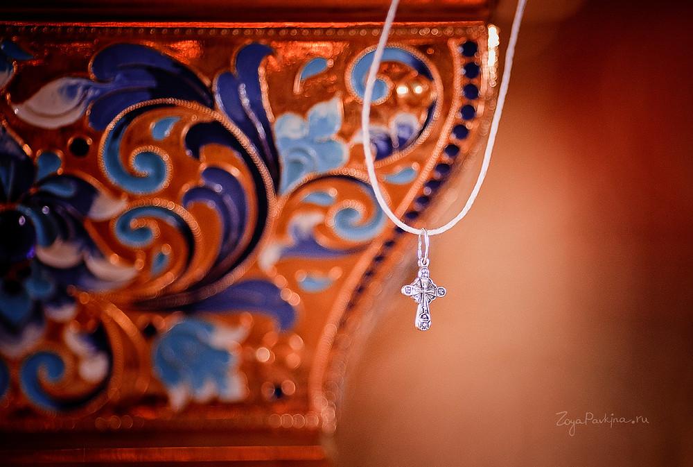 Красивый крестик для Крещения ребёнка на веревочке