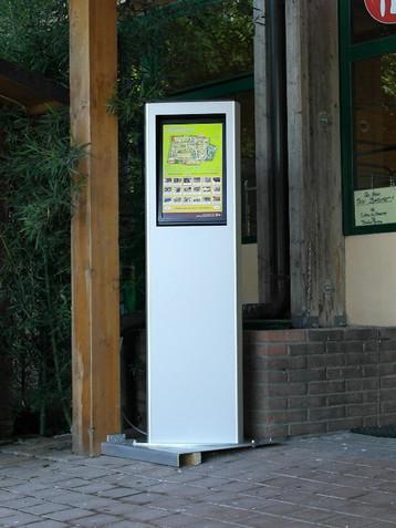 Totem touchscreen da esterno