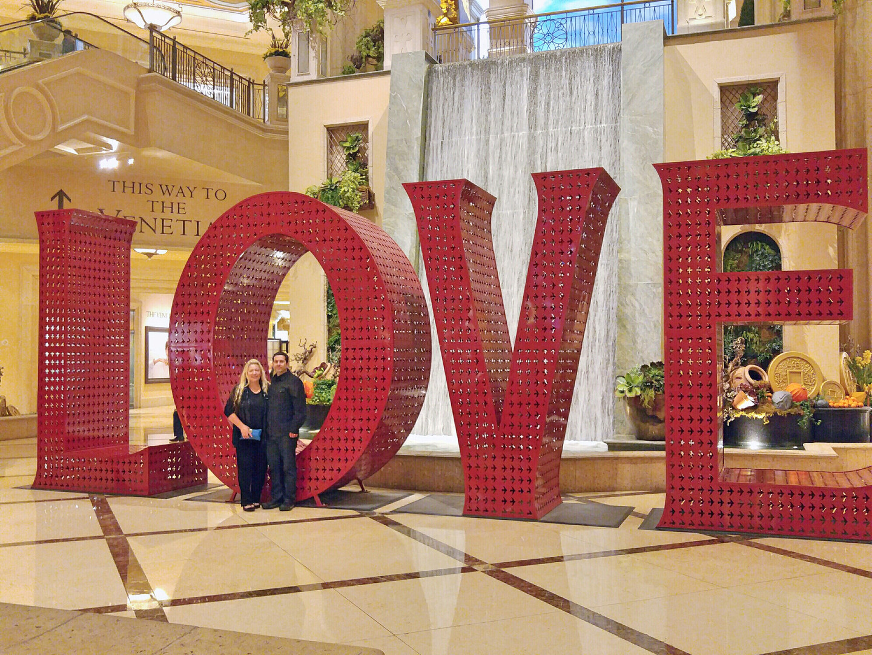 Vegas Couple Love Palazzo Waterfall Atri